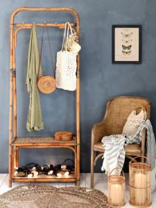 Clothes Rack w. 2 shelves and hooks