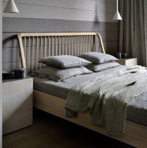 Oak Spindle Bed